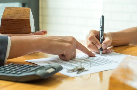 Un contrato con letra demasiado pequeña