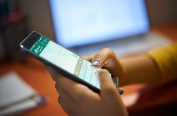 Mensajes de whatsapp o twitter. como medio de prueba en un juicio-Equal